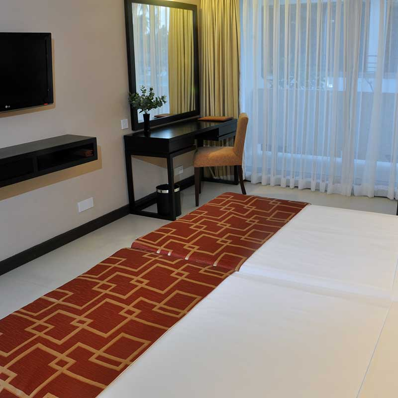 Deluxe Accommodation at Pegasus Reef Hotel